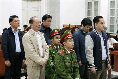 Phan Văn Anh Vũ và hai cựu Thứ trưởng Bộ Công an là Bùi Văn Thành và Trần Việt Tân tại phiên tòa